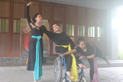 Interdiscipliner Context Dance Workshop with Anna Thu Schmidt from Germany